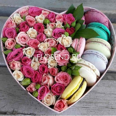 Цветы и макаронс в коробке № 204