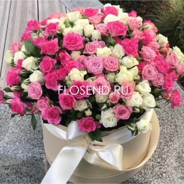Кустовые розы микс в шляпной коробке